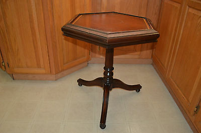 Vtg Hallmark Furniture Co. Antique wood leather top end side Parlor table