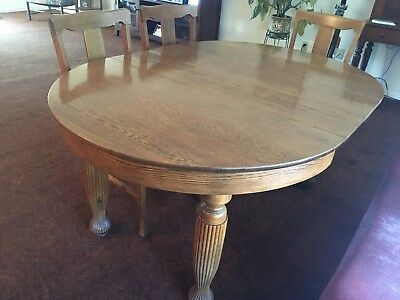 Antique round oak dining table with 2 leavesand 4 chairs