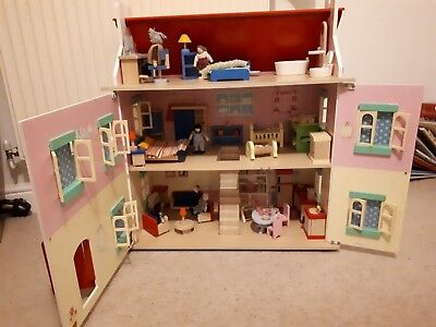 le toy van dolls house, furniture and dolls