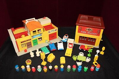 Vintage 1974 FISHER PRICE Village # 997 and fire house station #928 with extras