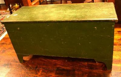 NEW ENGLAND PINE SIX BOARD BLANKET BOX: Lot 290