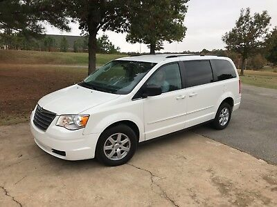 2010 Chrysler Town & Country  2010 Chryser Town & Country Wheelchair Acessible