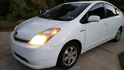 2009 Toyota Prius  2009 Toyota Prius White Hybrid Back-Up Camera - Great Condition!