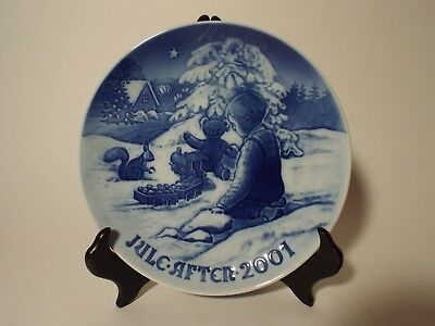 Royal Copenhagen Christmas Plate 2001 Playing in the Snow B&G