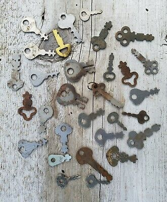 30 Vintage FLAT KEY Lot UNIQUE - Yale Eagle Sargent Long Lock Co. Keys - Brass