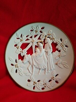 """1995 Lenox Plate """"flight Into Egypt"""" Beautiful Gold Colored Accents!!"""