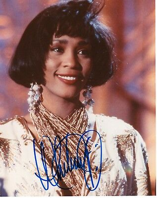 """WHITNEY HOUSTON AUTHENTIC SIGNED 8""""x10"""" COLOUR PHOTO IN BLUE PEN"""
