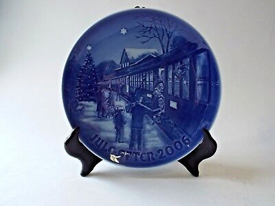 Royal Copenhagen Christmas Plate 2006 Welcoming Guests for Christmas B&G