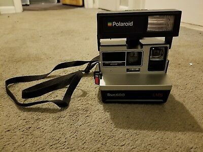 Polaroid Sun 600 LMS Instant Camera with strap & Storage Bag **It works**