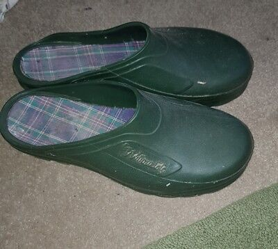ladies gardening shoes. Size 4