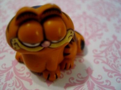 GARFIELD Cat 1978-1981 United Feature Syndicate Hard Rubber Figurine ~ Hong Kong