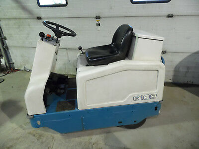 Tennant 6100 Electric Rider Sweeper Ride On With Charger