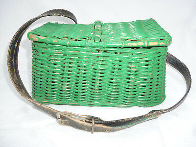VINTAGE CANE FISHING CREEL - Small Size  - very good condition