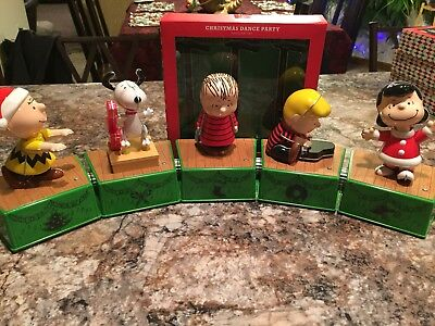 Hallmark 2017 PEANUTS Christmas Dance Party Complete Set (5 Figs+Lights) Snoopy