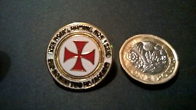 Knights Templar Crusader pin badge ROUND enamel KT (Banned from L'borogh Market