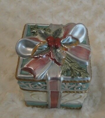 """Fitz And Floyd """"For All Seasons"""" Christmas Candle /Trinket Box Pine Fragrance"""