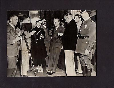 1932 Press Photograph Celebrity Actor Charles Chaplin Arrives In Seattle  *4177