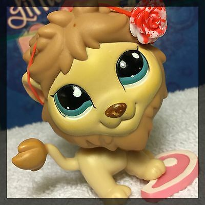 Littlest Pet Shop Around-The-World Lion 1112 Tan and Brown Blue Eyes BLEMISHED