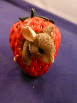 """Charming Tails Figurine """"Strawberry Mouse"""""""