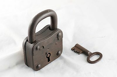 ANTIQUE WORKING MASSIVE METAL PADLOCK w/KEY