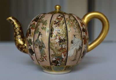 A super finely painted Japanese Satsuma teapot, by Seikozan, Meiji period