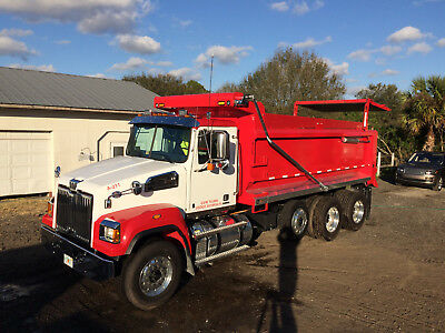 2017 WESTERN STAR 4700SF TRI AXLE DUMP TRUCK, DETROIT 410hp, ALLISON AUTOMATIC