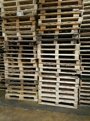 Lot of 300 Block Pallets, Some broken