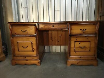 Antique Style Desk , solid pine desk stunning piece , delivery available