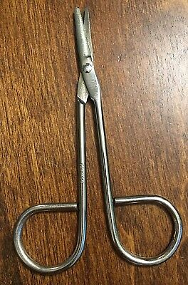 """Vintage ~ Small 4.5"""" Metal Sewing Needle Scissors ~ Made In Taiwan (#654)"""