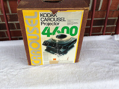 Kodak Carousel 4600 Slide Projector - works great w 140 ct tray box and remote!