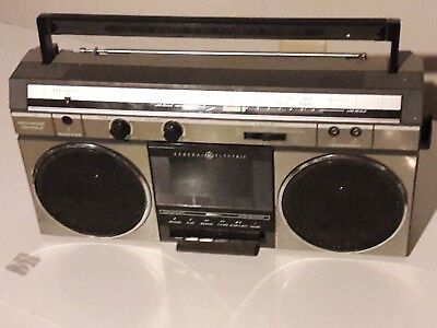 BOOMBOX RADIO VINTAGE GENERAL ELECTRIC  GE 3-5252A 1980s PORTABLE CASSETTE RETRO