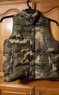 Old Navy Boys Small Camo Puffer Vest in Excellent Used Condition!!