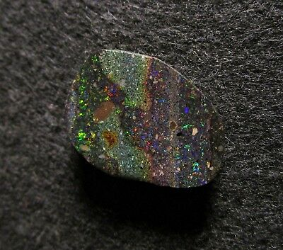 Black Matrix Opal aus Honduras Multicolour 22,05 ct