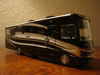 Fleetwood Bounder RV 30th ANNI LIMITED EDITION RARE COLOR 1/64 Diecast RV