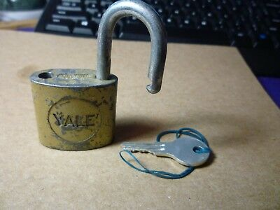 YALE Lock Co Rustic Padlock LOCK Vintage Antique Display W/Key