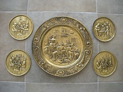 "Lot Set 5 PEERAGE PLATE HAMMERED EMBOSSED BRASS PUB TAVERN 1950 England 14"" & 6"""