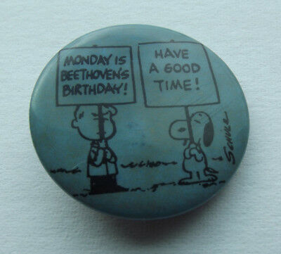 Vintage Peanuts Beethoven Birthday Schroeder Snoopy Pin Button Free Shipping