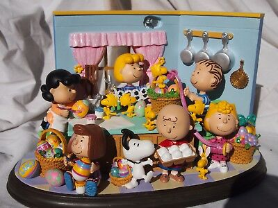"""New In Box RARE Danbury Mint Peanuts """"It's The Easter Beagle"""" Lighted Sculpture"""