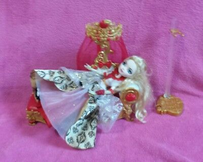 Ever After High Apple White Doll With Bed/Fainting Couch EUC