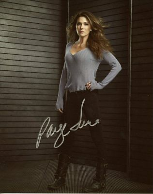 Paige Turco THE 100 In Person Signed Photo  UACC