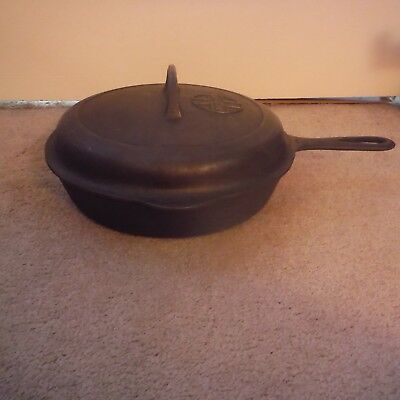 Vintage Griswold Skillet No.7 701E with No.7 1097 self basting Lid, Small Logo.