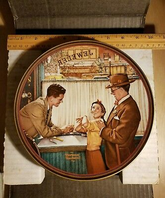 """Norman Rockwell A TIME TO KEEP plate by KNOWLES Bradford Exchange 1989 dia 8.5"""""""