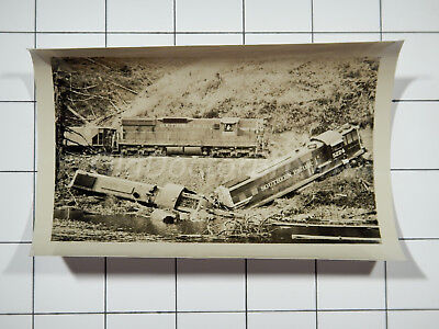 Southern Pacific Lines Railroad Wreck: Engine 5524: Train Accident Photo