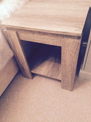 A Pair Of Light Oak Bedside Tables x2