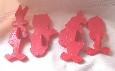 4 plastic Looney Tunes cookie cutters-Bugs, Porky, Tweety, Sylvester