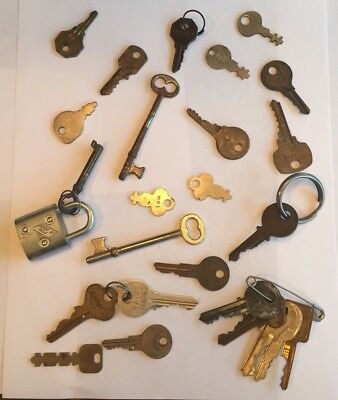 VINTAGE Key Lot Skeleton, Yale Etc. 25 pcs Craft Art Jewelry Steampunk + bonus