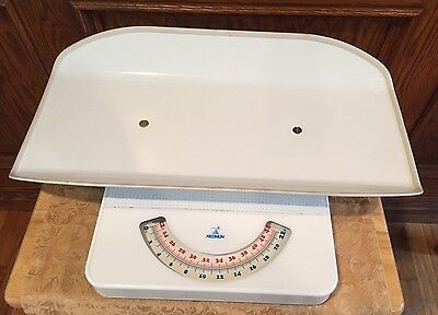 REDMON Baby Scale Up to 44 lbs Capacity made in Hungary Vintage