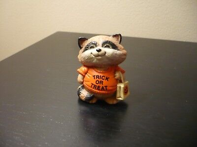 Hallmark MERRY MINIATURE RICKY THE RACCOON TRICK OR TREAT Shirt Tales 1983 W/TAG