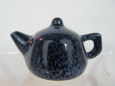 Blue Chinese porcelain teapot water dropper