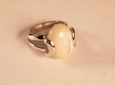 Vintage Silver Tone Mother of Pearl Oval Ring Size 8